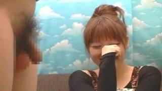 素人娘・aikoてきなかわいさの22歳がチ○コ咥えてマジで手コキ発射
