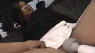 人妻ナンパ!車内で電マに感じた奥さんラブホでマッサージ続行して生ハメからの中出し!!