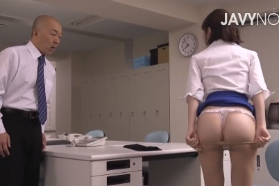 〖深田えいみ〗目の前でパンスト履きかえる痴女OL!がまんできすに誘われるまま毎日オフィスで変態セックスしてしまうハゲ上司!