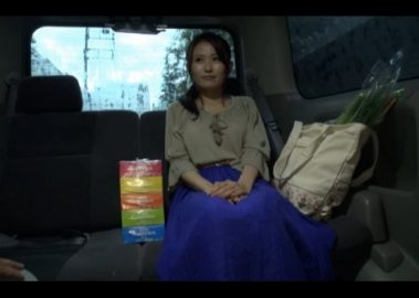 元モデルのGカップ巨乳専業主婦をナンパ!高島唯 スケベ人妻(33歳)車内フェラ抜きさせてラブホでハメ撮りへ!!
