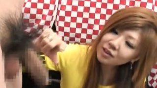 素人娘の赤面手コキ!!23歳キャバ娘のフェラとおっぱいさわって手コキでどっぴゅー!大量ザーメン発射