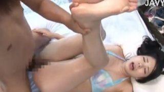 マジックミラー号で水着の彼女に中出しSEX!何も知らない彼氏は中出し2発で膣内からザーメン垂らした彼女に満足顔!!