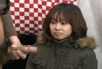赤面手コキシリーズ 31才の素人娘も初めて見せられる目の前のセンズリにドキドキ!動揺して目も合わせれない…