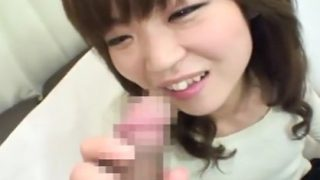 素人の赤面手コキ動画!ななちゃん22歳♡かわいい女の子のフェラ飛び出たザーメンで顔射しそうになった!!