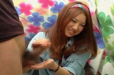 赤面手コキ!20歳の女子大生なのにHなおねえさん♥チ○コにぎるだけじゃない!乳首なめしながらの手コキで射精させてくれた!!