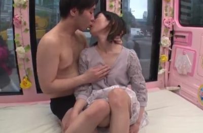 マジックミラー便!39歳人妻さんこんな熱いキスは久しぶり?男優さんとのディープキスに蕩けてしまった人妻が大興奮のSEXへ♥