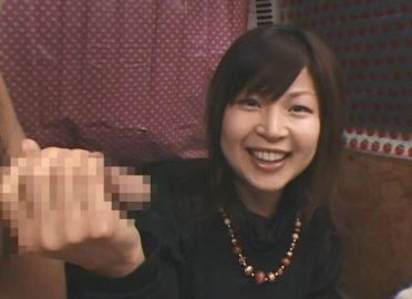 うぶ素人の手コキ研究会!25歳めちゃ性格よさげな素人お嬢さん手コキに指フェラまでできる限りでチ〇コを励ましてくれる!!